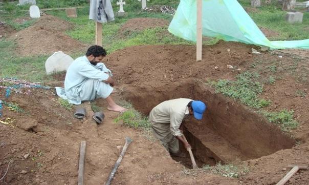 muslim-grave-diggers-pakistan